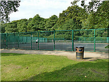 SE1731 : Tennis courts in Bowling Park by Stephen Craven