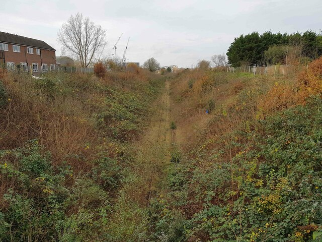 Croxley Rail Link (18): Trackbed north-west of the former Watford West Station
