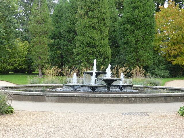Fountain at 3-way path junction, Cambridge University Botanical Garden