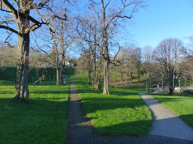Path junction in Piggy's Hill Park, Chepstow