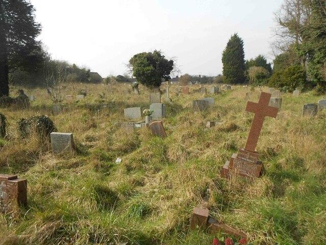 Luton: Graveyard of Holy Trinity Church, Biscot