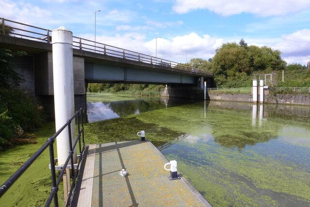 Pontoon and bridge near Black Sluice Lock