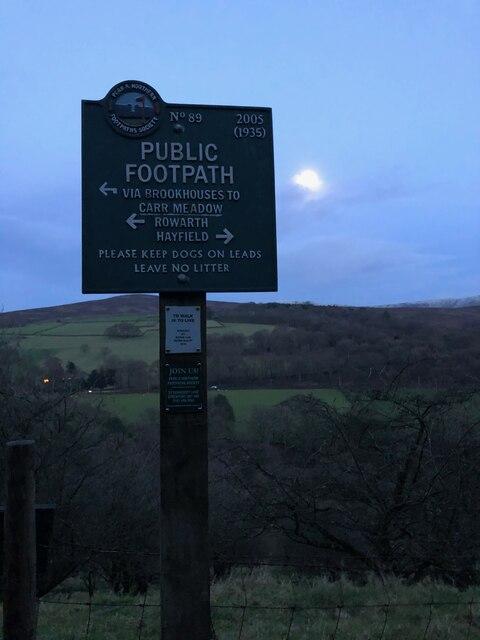 Peak & Northern Footpath Sign No 89