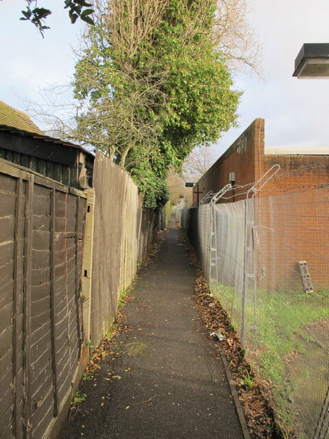 Alley near West Acton tube, to Kendal Avenue