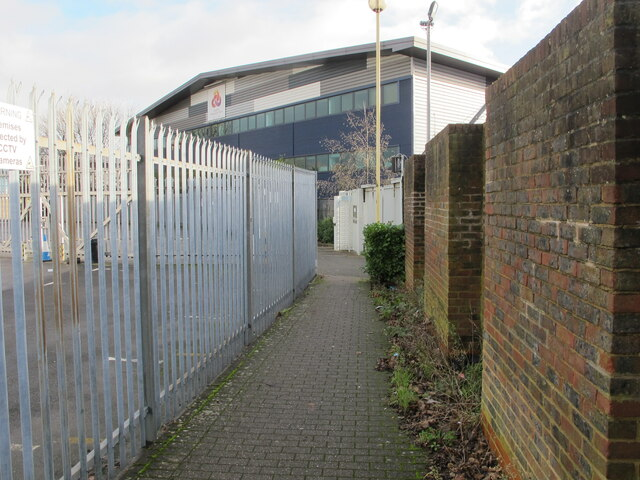 Alley from West Acton tube, exit to Kendal Avenue