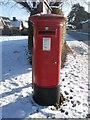 TF1606 : EIIR postbox on St. Pega's Road, Peakirk, in the snow by Paul Bryan