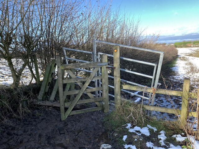 Broken kissing gate and metal gate