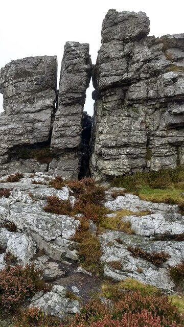 A crevasse in the rocks at the Devil's Chair