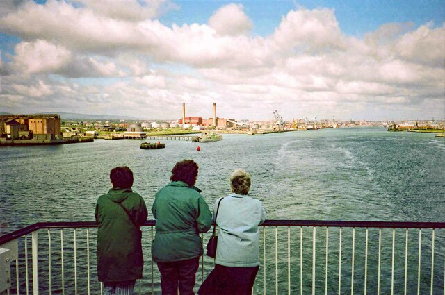 Leaving Dublin Port (Calafort Átha Cliath) - June 1994