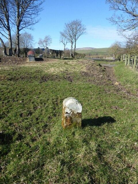 Boundary stone near Millfield House