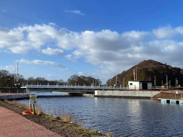 New crossing of the Caledonian Canal