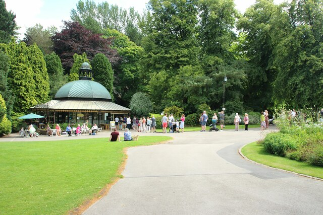 Queuing for an ice cream in Valley Gardens, Harrogate