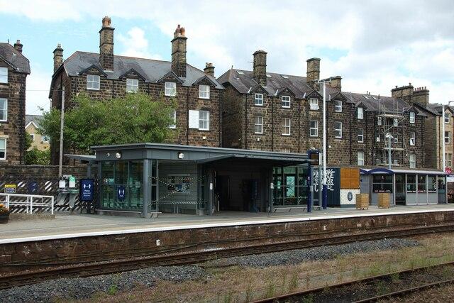 Waiting shelters, Harrogate Station