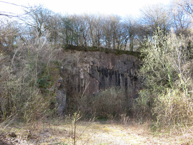 Abandoned quarry face on Lesser Garth Hill