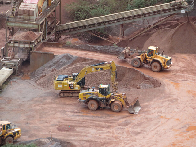 Heavy plant in Taffs Well Quarry