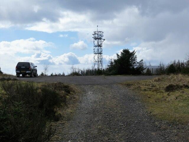 Communications mast on Clach MacKenny