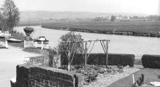 Fleet Inn Twyning, garden, and Avon Sailing Club, 1957