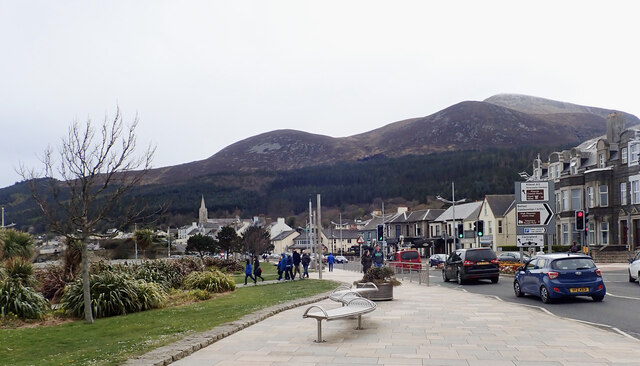 The A2 approaching the bridge over the Glen River Estuary