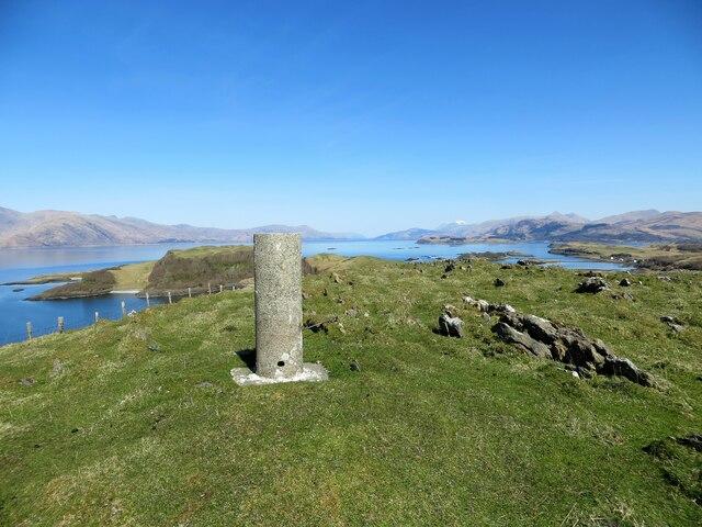 Fennaerochan Trig pillar on Creag Sgeanach 84m