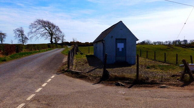 Small building near Craigie
