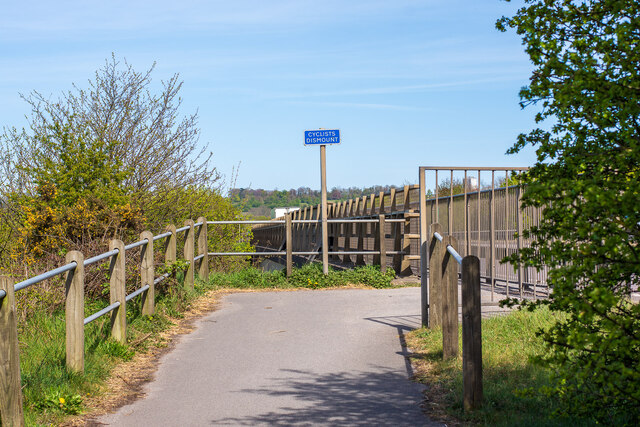 Cycle Route 64 at the Fossdyke Navigation crossing