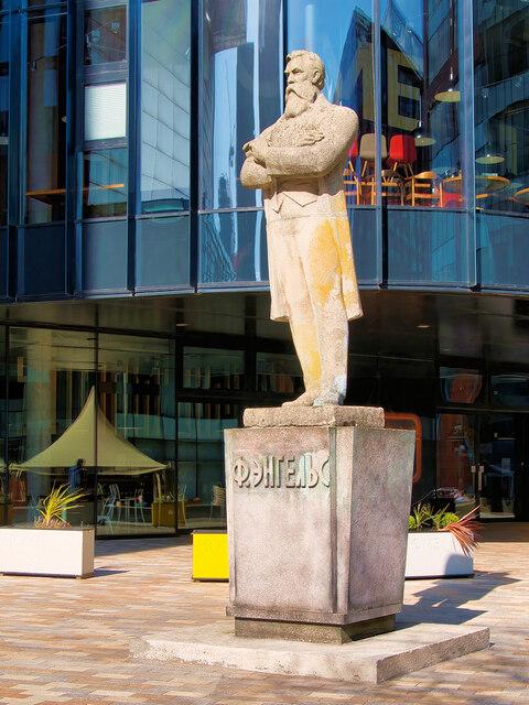 Statue of Friedrich Engels outside Home
