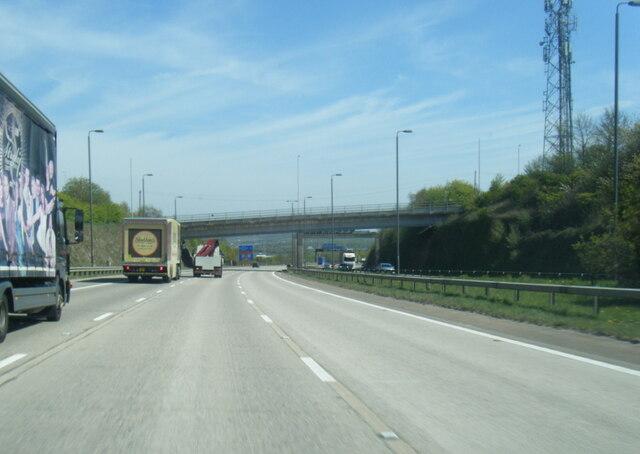 M1 northbound  nears Wakefield Road overbridge