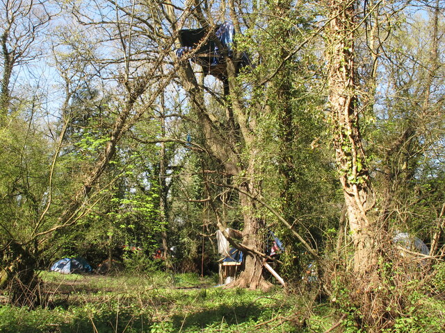 HS2 demonstrators' camp and treehouse