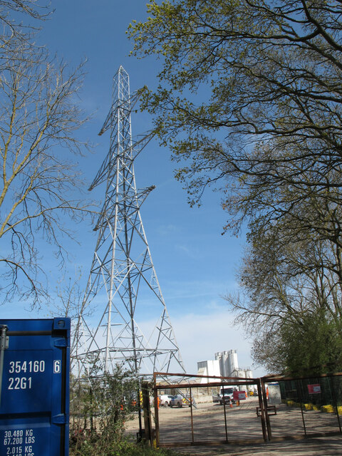 New pylon for line to cross HS2 viaduct