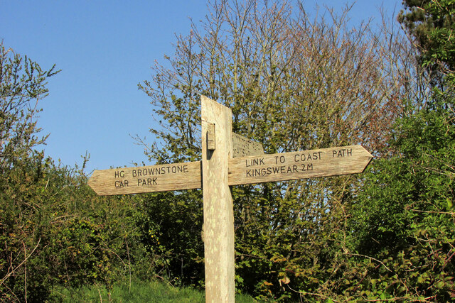 Path signpost near Brownstone Battery