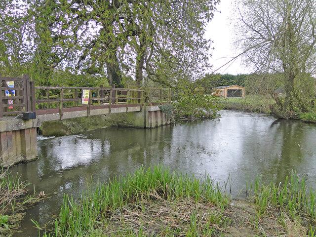 Bridge over the sluice at Weybread water mill site
