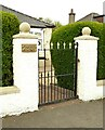 NS5169 : Gate and gate posts by Richard Sutcliffe