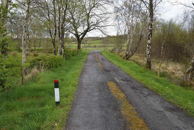 Marker post along Deroar Road