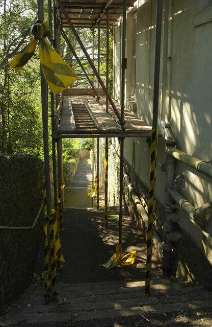 Scaffolding over Wellswood Path