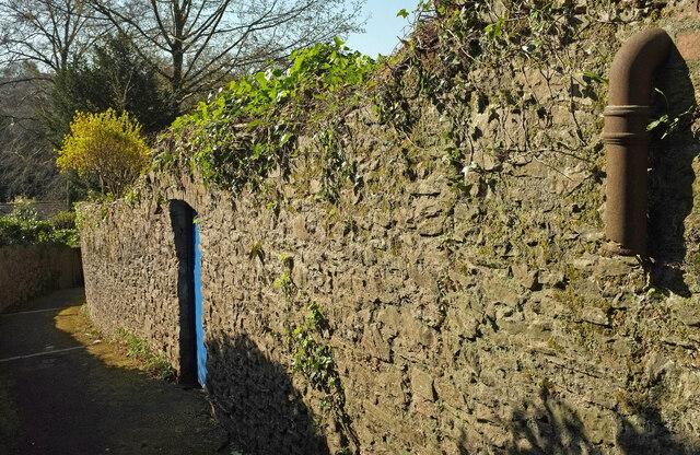 Door and pipe, Wellswood Path