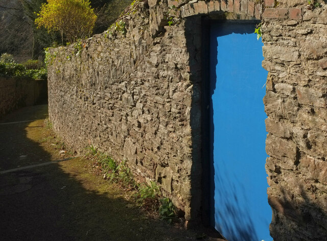 Door in wall, Wellswood Path