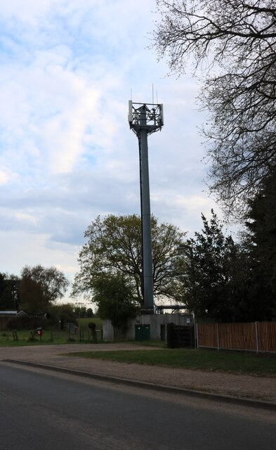 Communications aerial on Nursery Lane, North Wootton