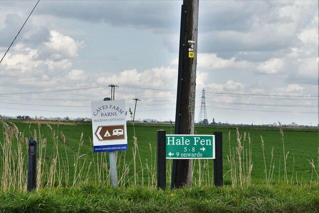 Littleport: Signs in Hale Fen Road