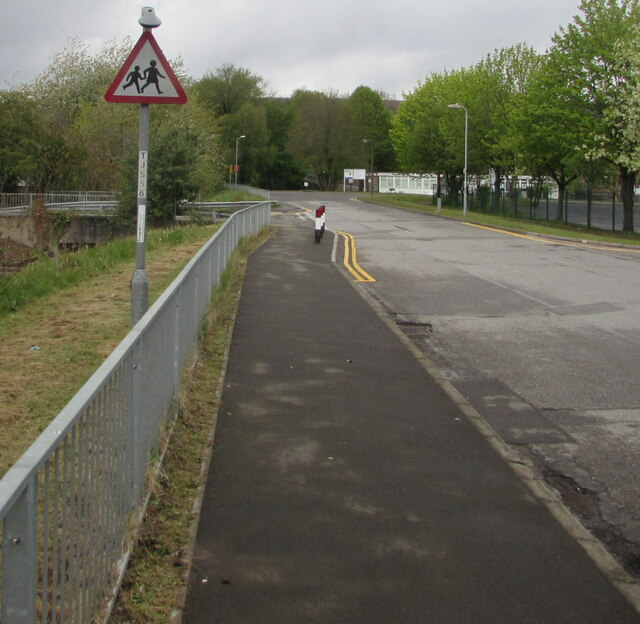 Warning sign - children, Caldicot Way, Cwmbran