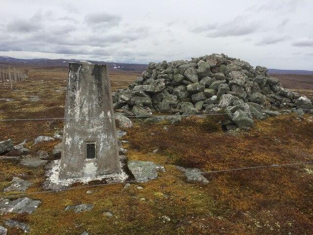 Càrn Dubh 'Ic an Deoir Trig Point and Cairn