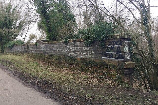 Anti-HS2 graffiti, Kenilworth Greenway