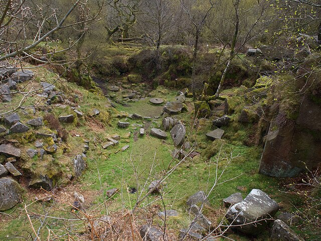 Abandoned quarry in Padley Gorge