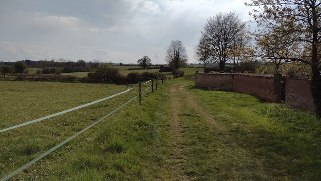 Bridleway heading to Middle Barton
