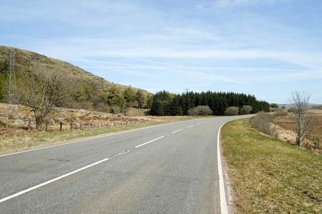 The A4212 west of Llyn Celyn