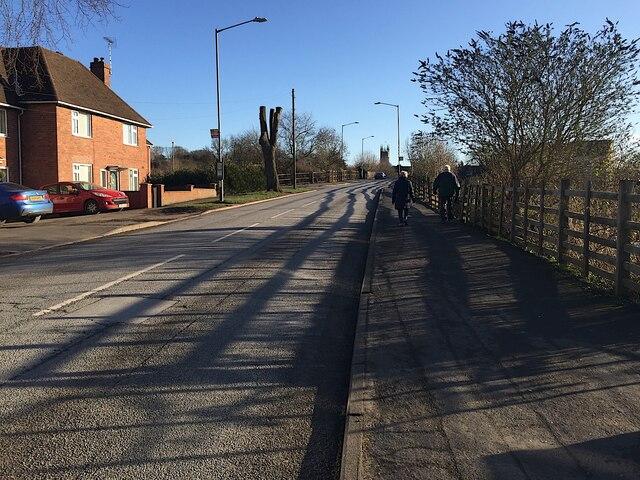 Cape Road crosses the railway, Warwick