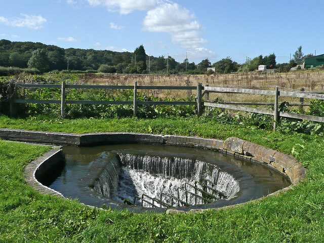 Overflow weir at Hinksford Lock in Staffordshire