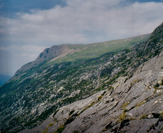 View across the SW face of Esgair Felen in the direction of Craig Nant Peris