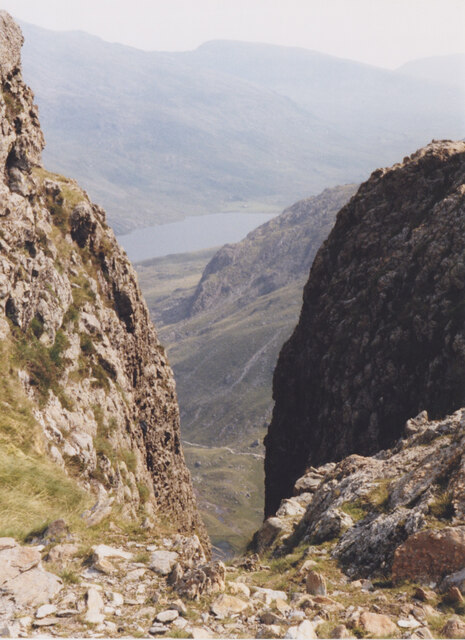 The Twll Du/Devil's Kitchen vertical cleft with views down to A5