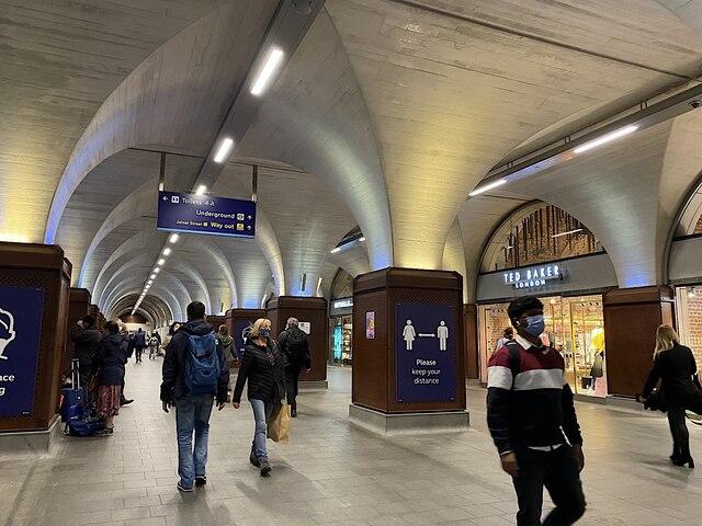 To the Underground through Retail, London Bridge Station