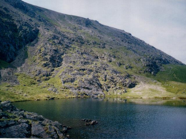 The steep slopes of Glyder Fawr viewed across Llyn y Cŵn